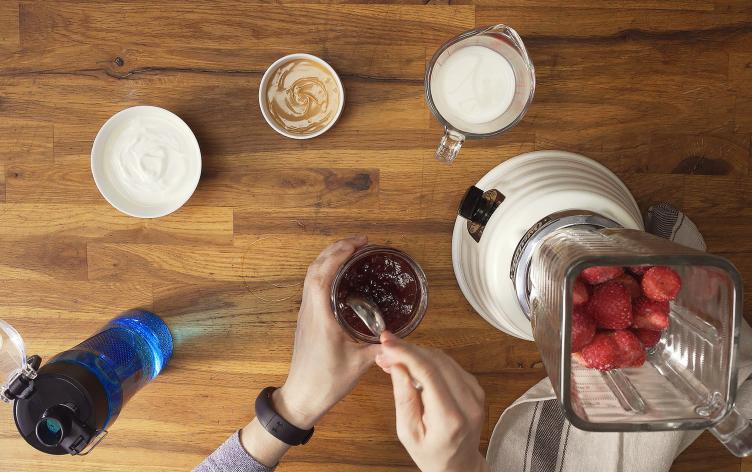 Ecco le basi per cosa e come mangiare prima, durante e dopo l'esercizio fisico